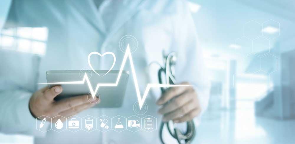 Mitarbeiterinnen und Mitarbeiter im Gesundheitssektor arbeiten smarter mithilfe von innovativen IT-Lösungen